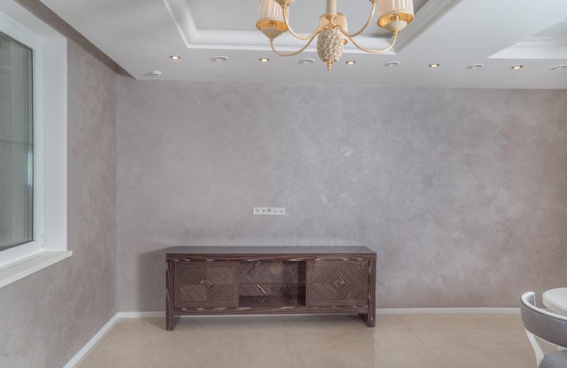 Декоративное покрытие с эффектом песчаных вихрей в кухне-гостиной фото