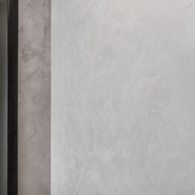 Декоративная краска с песком на стене фото