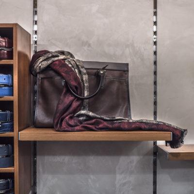ART Seta шелковая штукатурка в интерьере магазина одежды фото интерьера