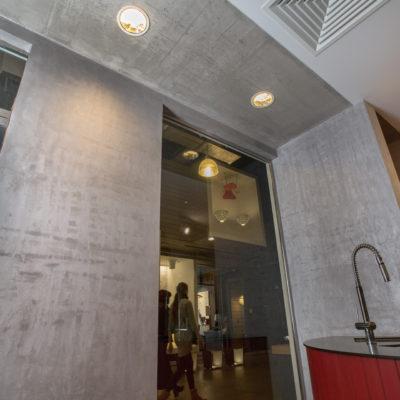 АРТ бетон на кухне фото.