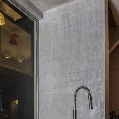 Декоративная краска под бетон на кухне фото