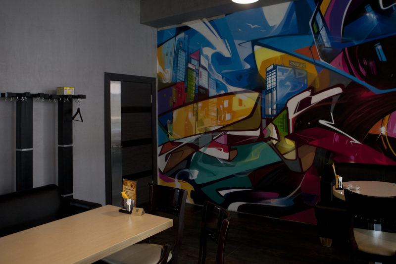 Фото декоративного покрытия под бетон в ресторане