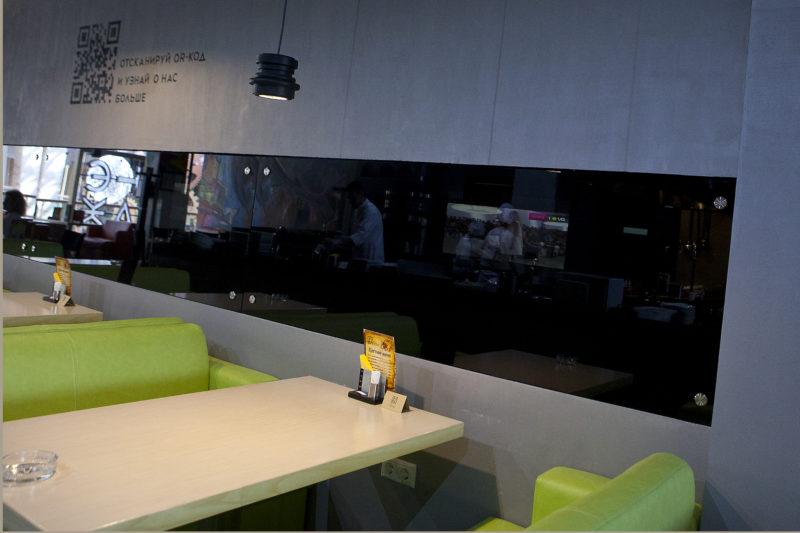 АРТ Бетона на стенах кафе ЭТАЖ фото интерьера
