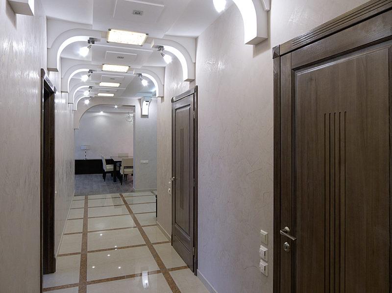 Минеральная венецианская штукатурка в коридоре
