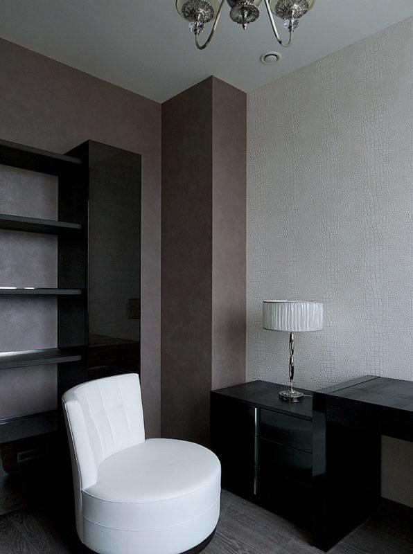 Декоративная штукатурка в кабинете квартиры