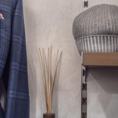 Стены под шелк в магазине одежды фото и нтерьера
