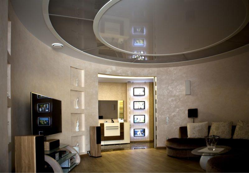 Декоративное покрытие под шелк в интерьере гостиной комнаты
