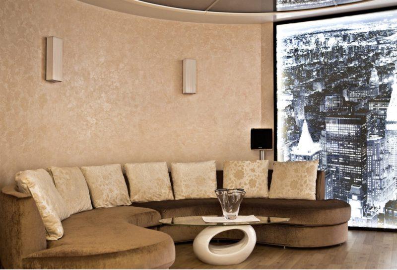 Штукатурка карта мира в гостиной фото интерьера