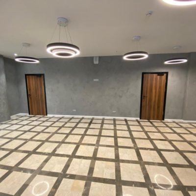 Декоративная штукатурка под бетон в холле офисного здания Москва