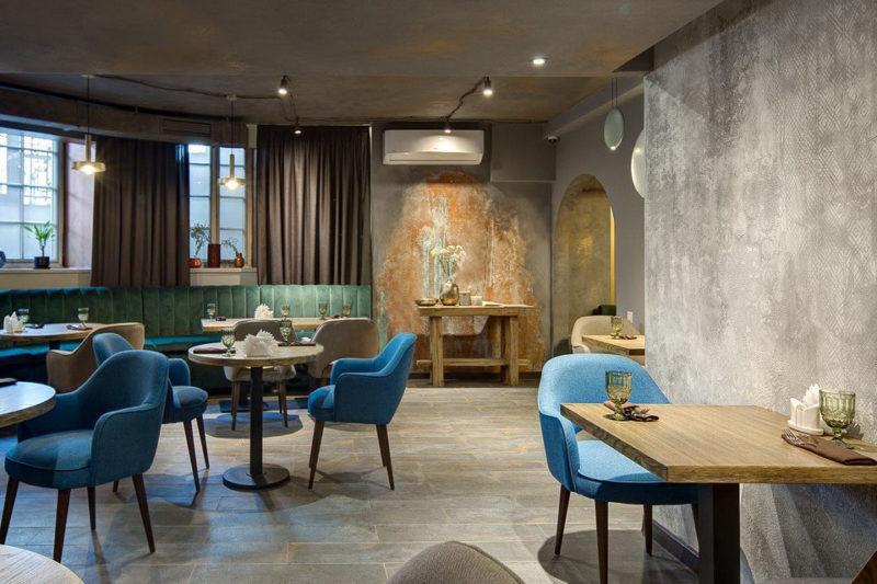 Штукатурка с окисью металла и покраска стен в ресторане ОРДА