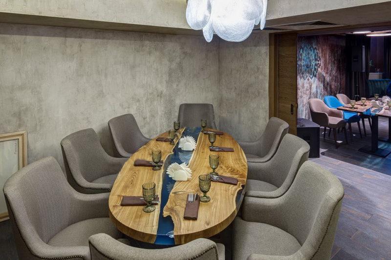 Винтажная штукатурка на стенах ресторана ОРДА фото интерьера