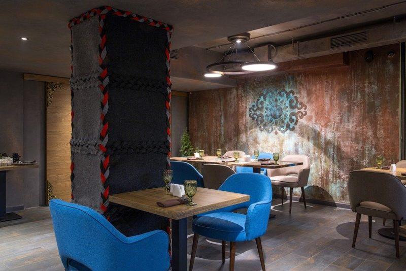 Интерьер восточного ресторана с декоративной штукатуркой окись металла