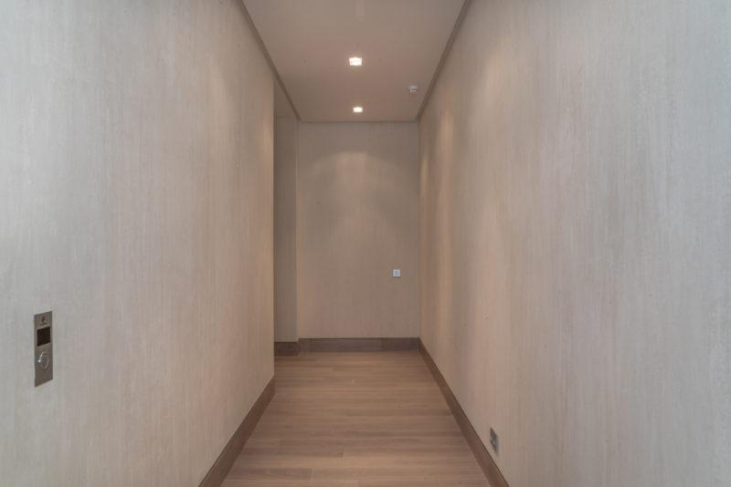 Декоративная отделка стен коридора под бархат от Venicolor