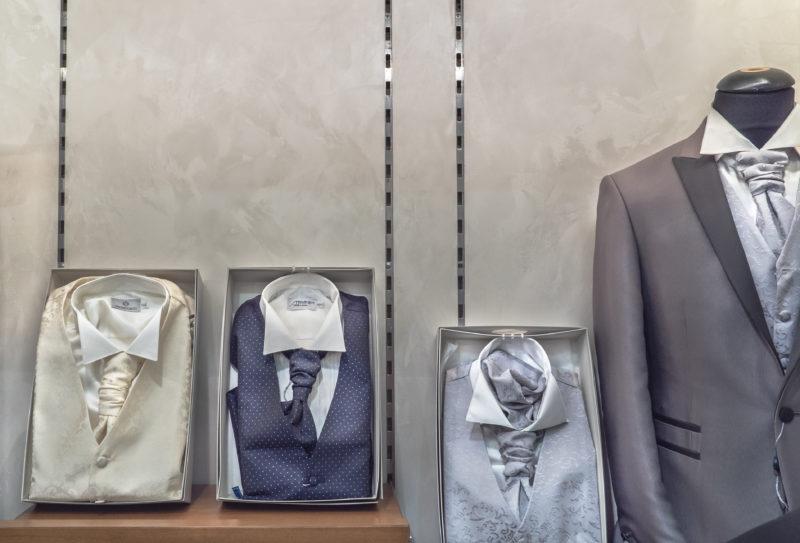 Декоративное покрытие под шелк в магази не фото интерьера