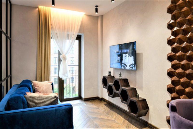 Белая декоративная штукатурка в гостиной фото