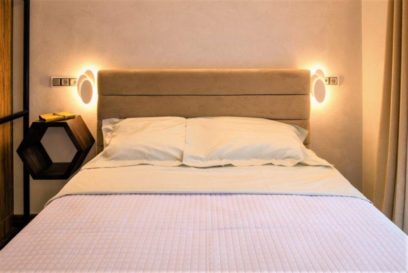Белая декоративная штукатурка в спальне фото интерьера