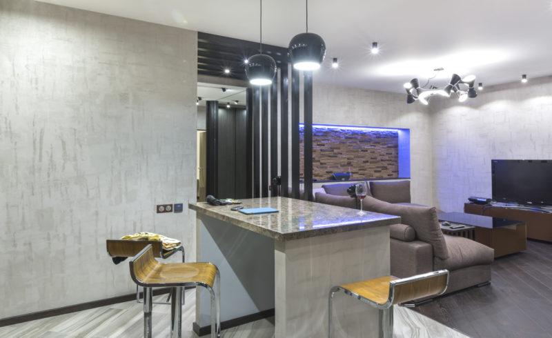 Декоративная краска под бетон на кухне-гостиной