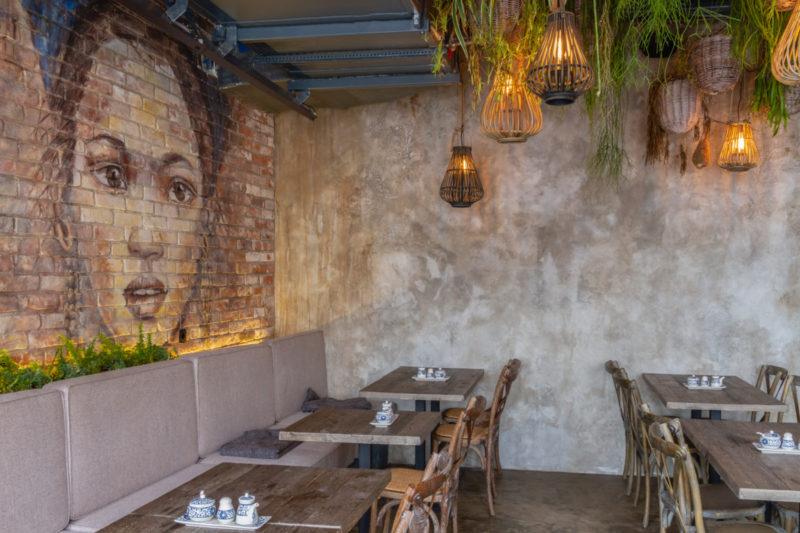 Эффект старины фото штукатурки на стенах ресторана