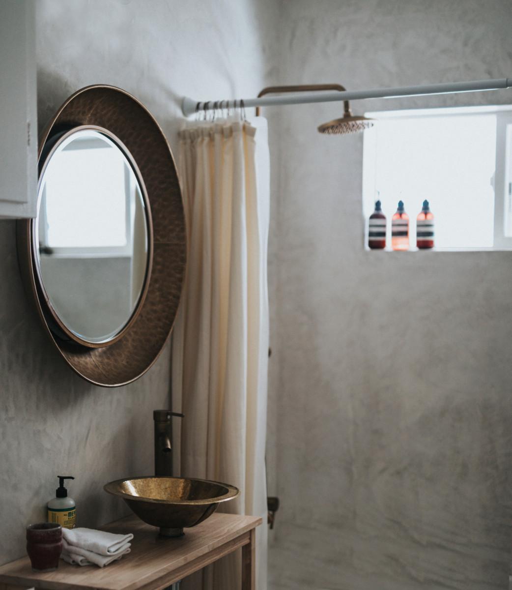 В бассейне ванной комнате3