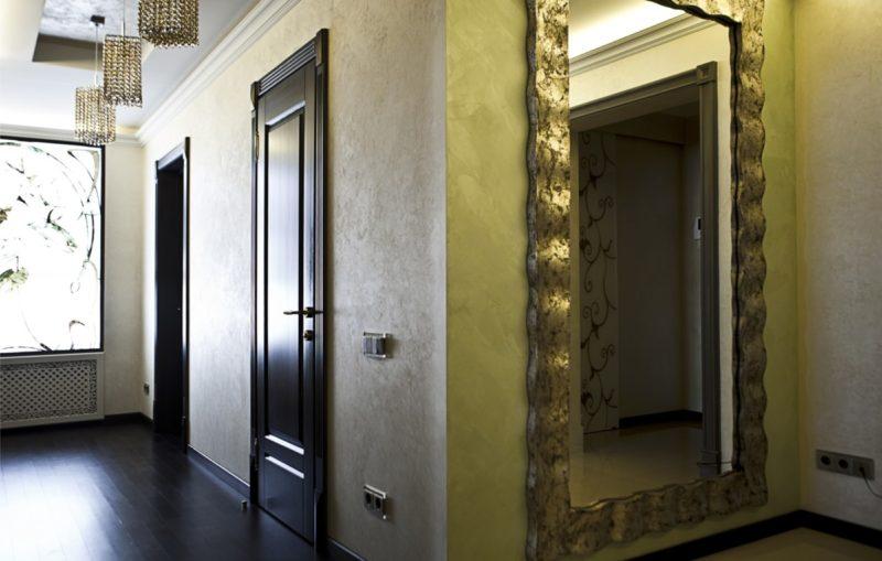 Декоративная краска с эффектом шелка в интерьере коридора фото